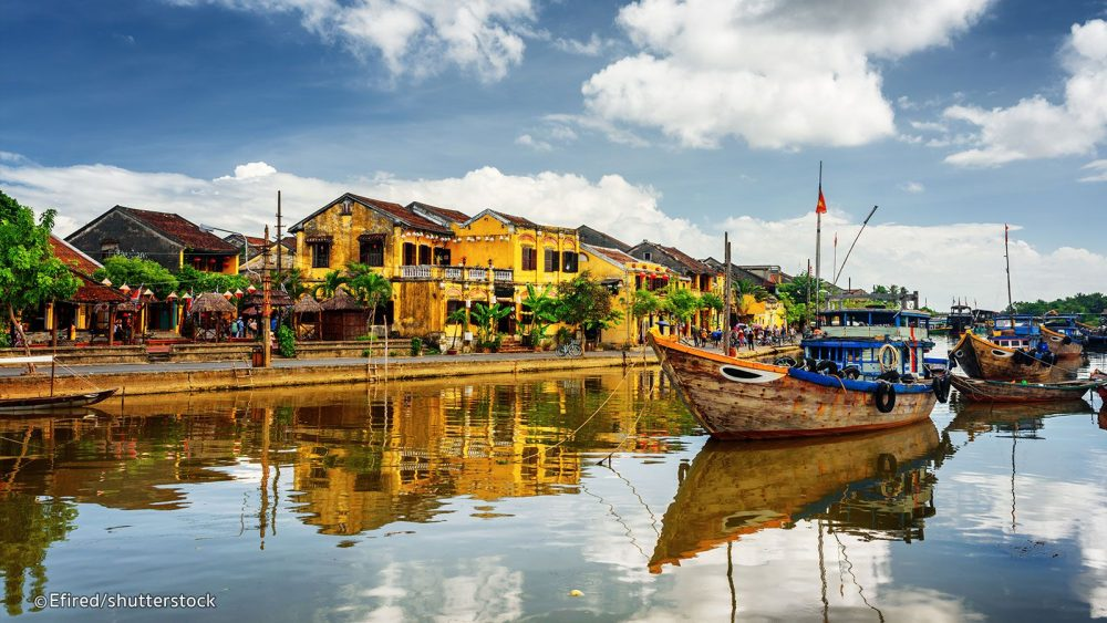 In Hoi An, there are typically short and narrow roads, horizontal and vertical, making it easy for people to access each other