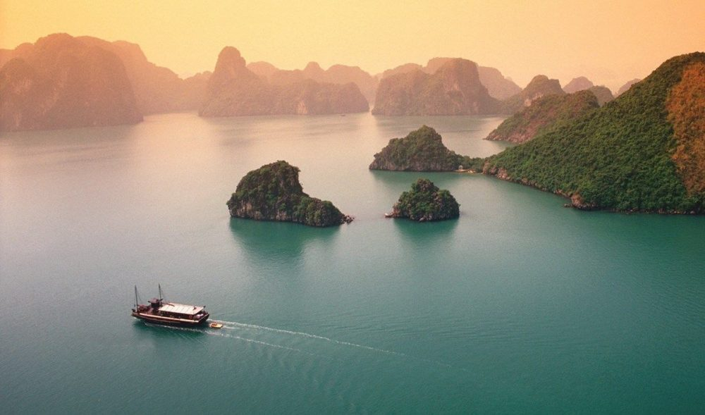 Ha Long tourism by yacht – Interesting and memorable experience.