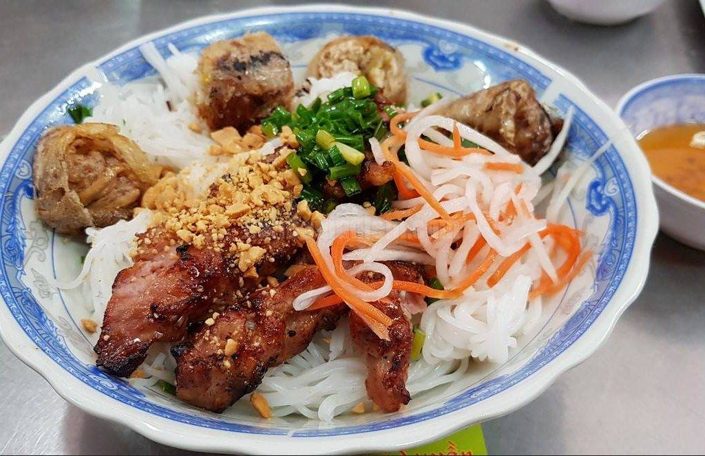 5-BEST-CULINARY-STREETS-IN-SAIGON3