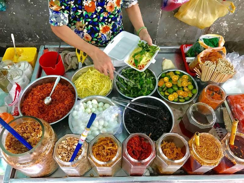 5-BEST-CULINARY-STREETS-IN-SAIGON5