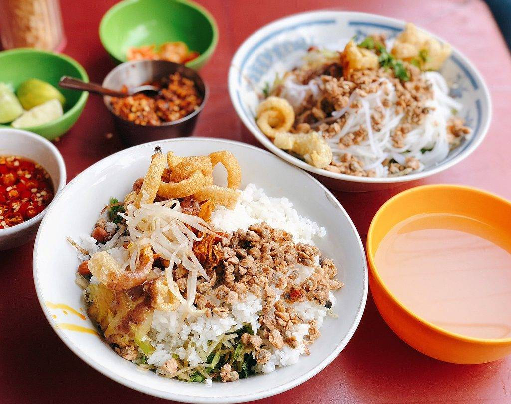 5-BEST-CULINARY-STREETS-IN-SAIGON7