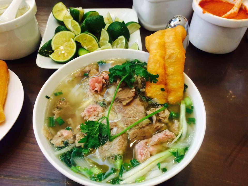 7-PLACES-TO-EAT-PHO-IN-HANOI01