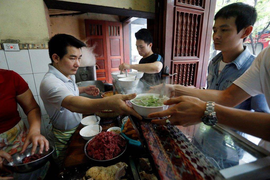 7-PLACES-TO-EAT-PHO-IN-HANOI1