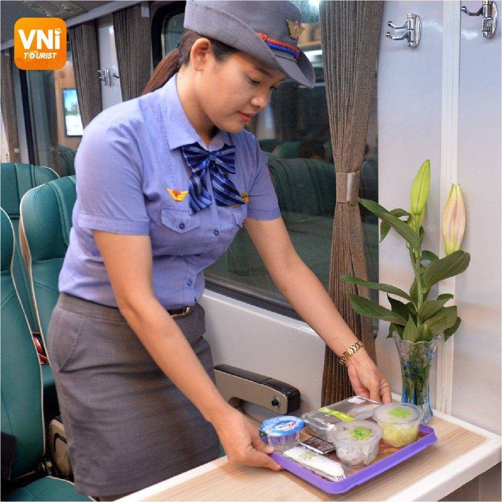 Experiences-for-traveling-by-train-in-Vietnam-12