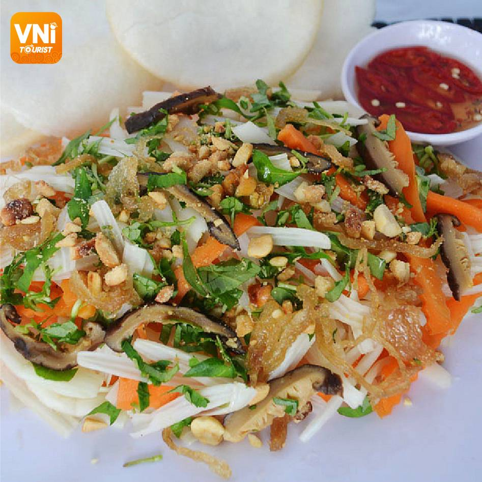 THE 14-YEAR LOTUS ROOT SALAD WITH SHRIMP STALL IN SAIGON