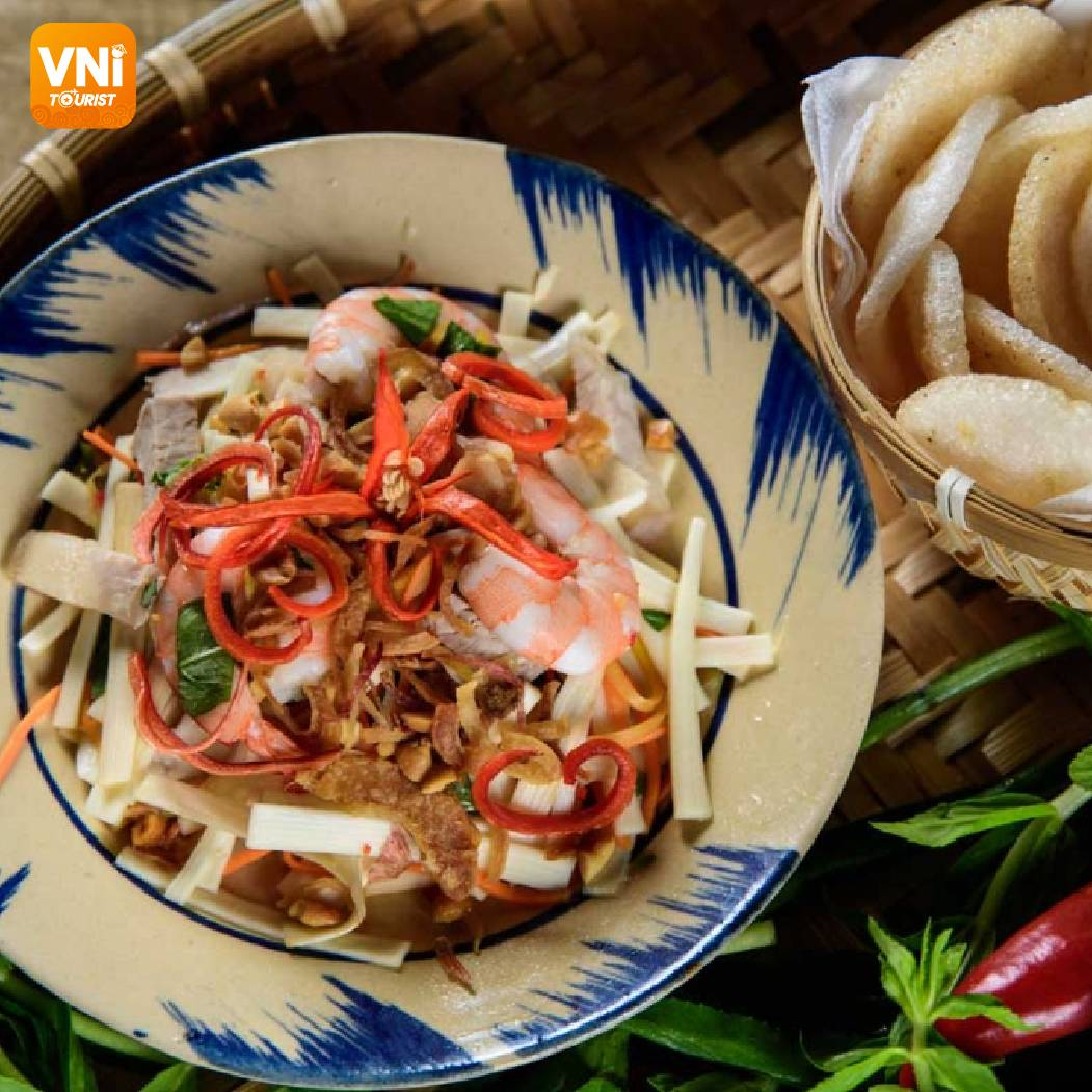 THE-4-YEAR-LOTUS-ROOT-SALAD-WITH-SHRIMP-STALL-IN-SAIGON-09