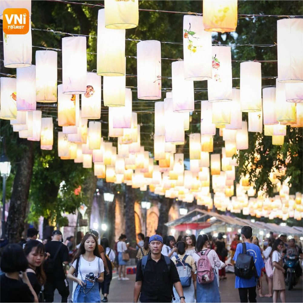 THE-DAZZLING-PHUNG-HUNG-MURAL-STREET-WITH-MID-AUTUMN-LANTERNS-5