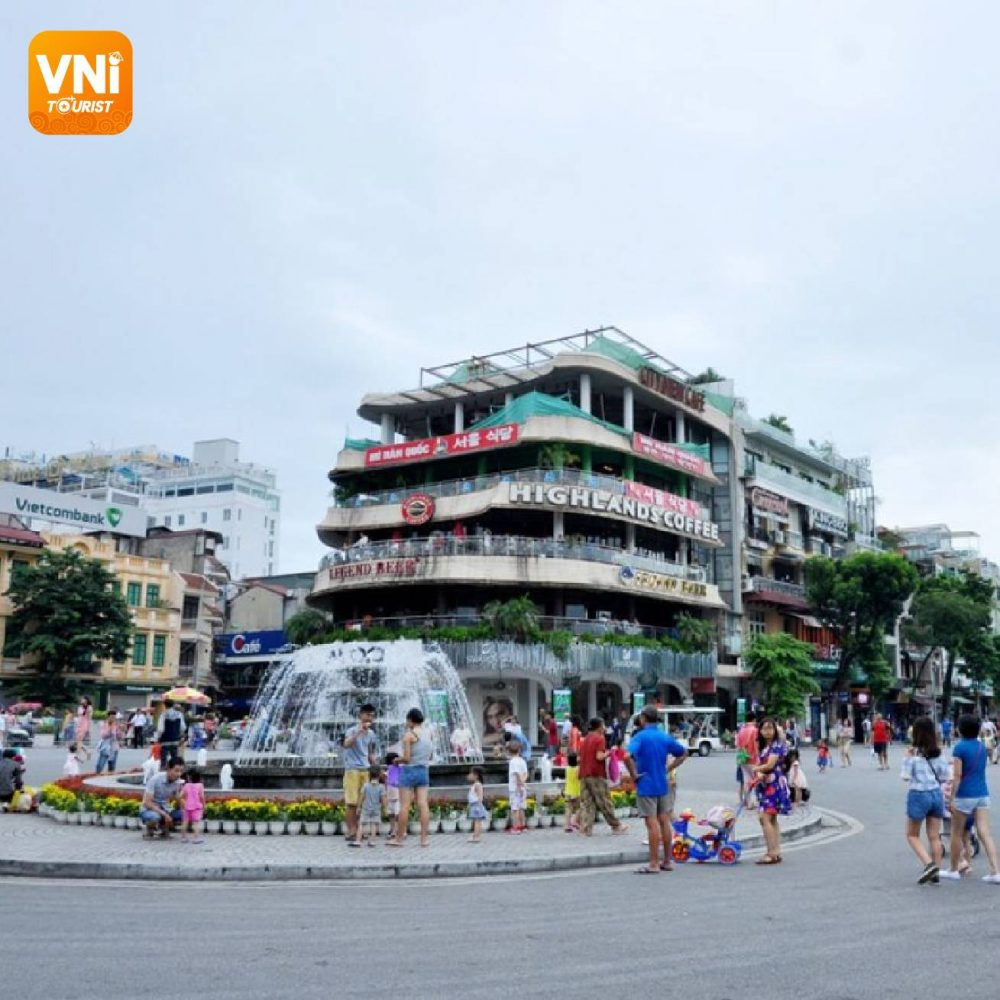 THE-WALKING-STREETS-IN-HOAN-KIEM-LAKE-012