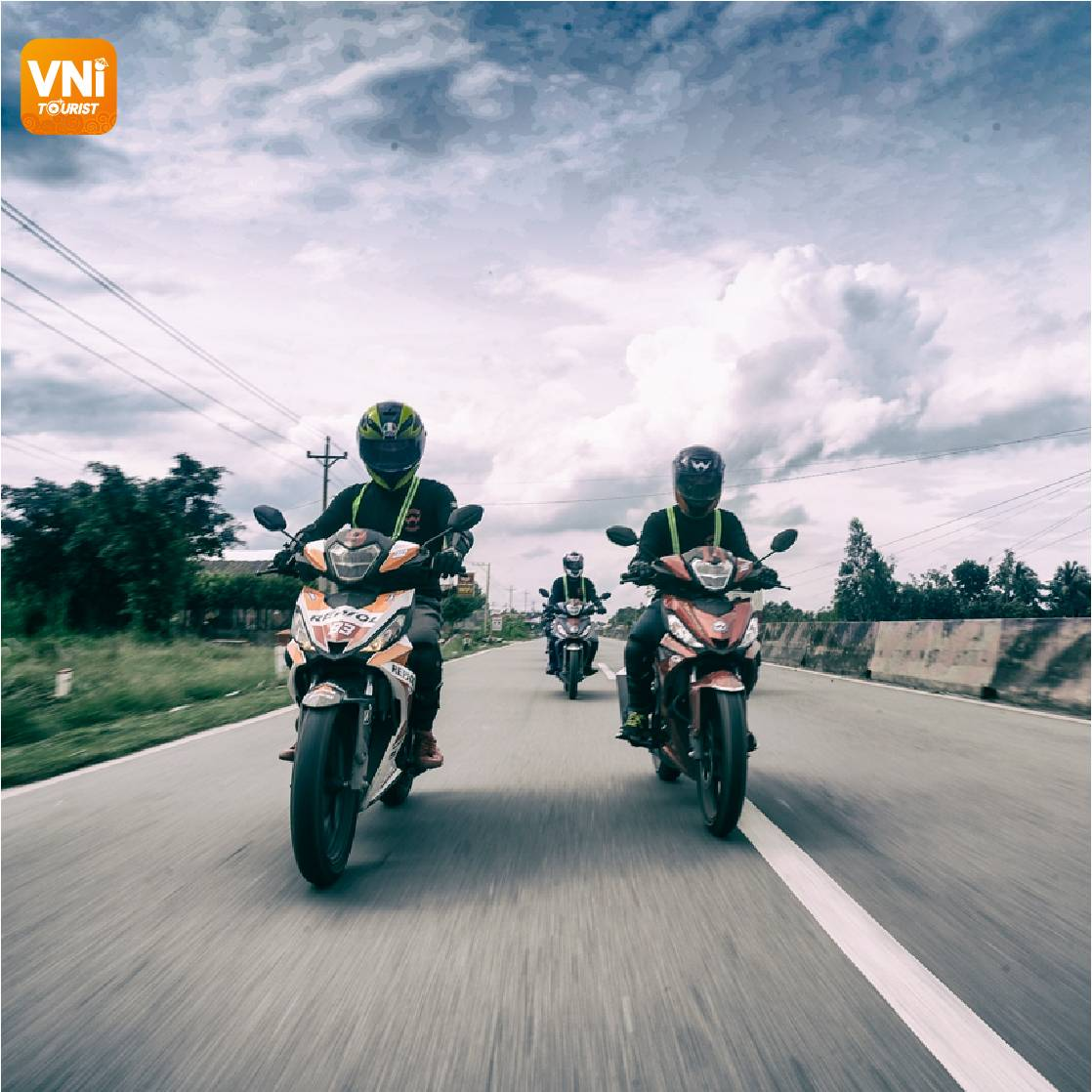 EXPERIENCE-RENTING-MOTORCYCLE-IN-DA-NANG-02