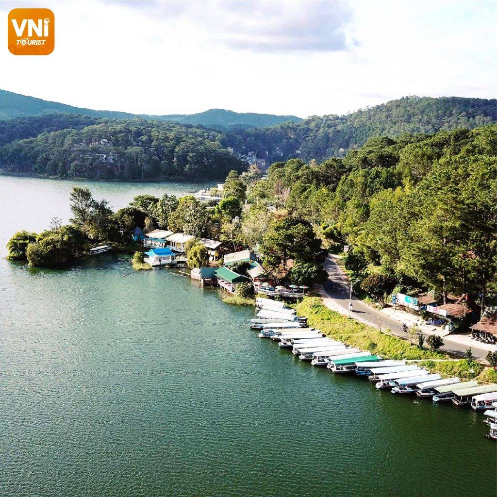 TUYEN-LAM-LAKE-DA-LAT-TRAVEL-EXPERIENCE