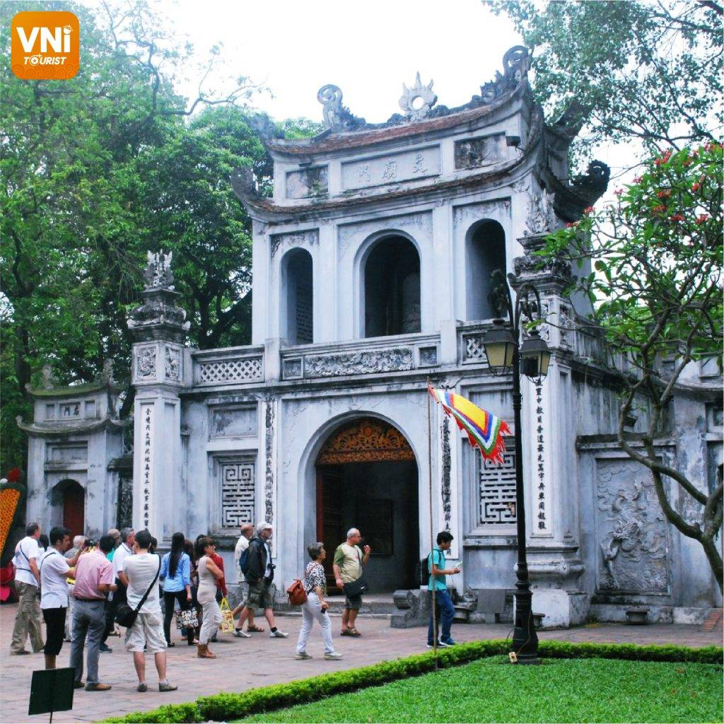 TEMPLE-OF-LITERATURE-&-NATIONAL-UNIVERSITY-01