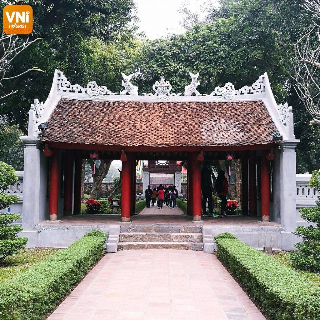 TEMPLE-OF-LITERATURE-&-NATIONAL-UNIVERSITY-04