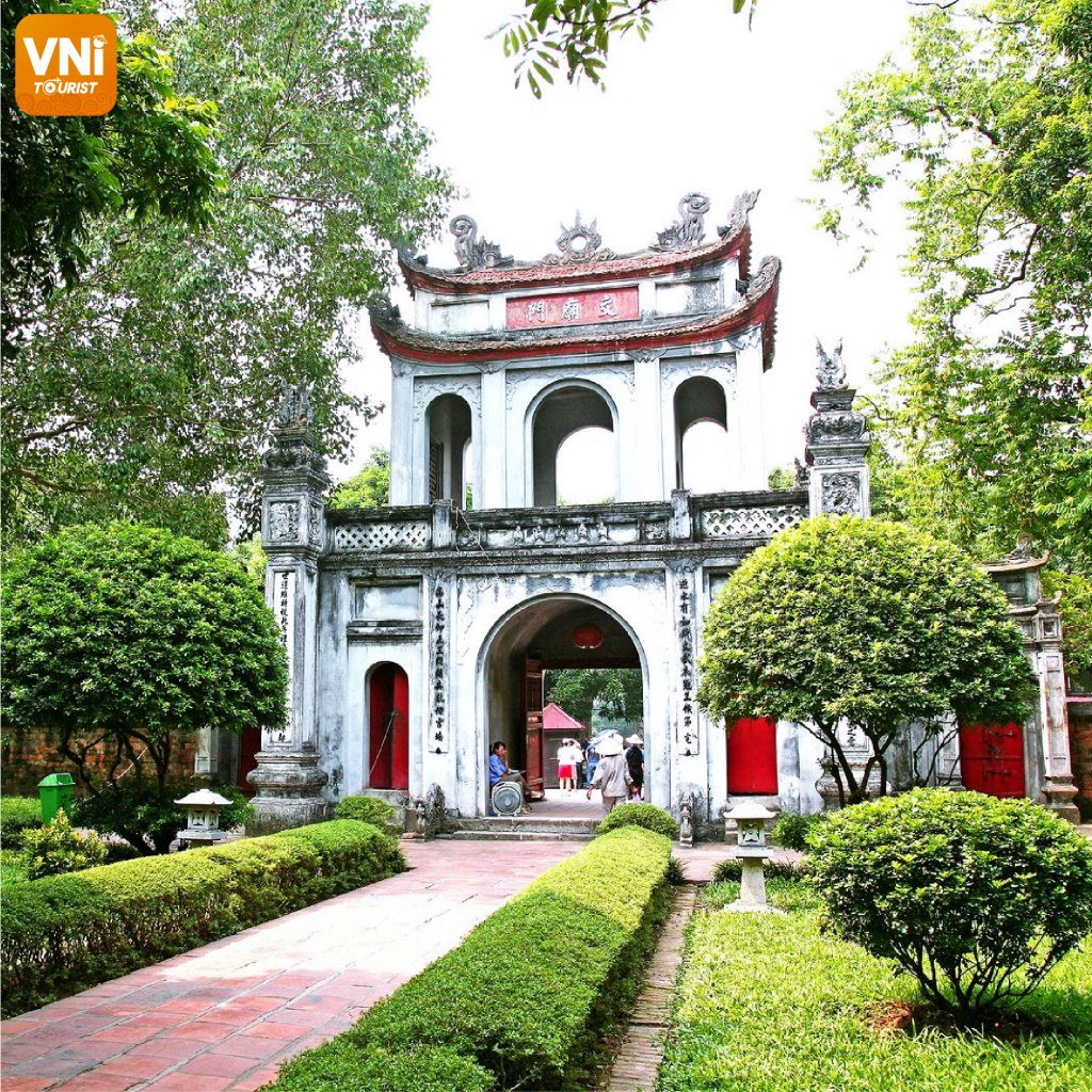 TEMPLE-OF-LITERATURE-&-NATIONAL-UNIVERSITY-05