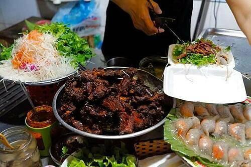 dong-xuan-market-viet-nam-01