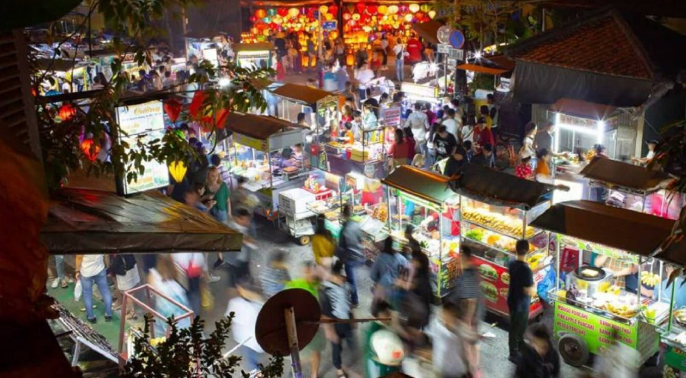 EXPLORE NGUYEN HOANG NIGHT MARKET – THE BUSIEST NIGHT MARKET IN HOI AN ANCIENT TOWN
