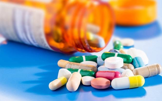 SOME-TYPES-OF-MEDICINE-NEEDED-FOR-TRAVELING-01