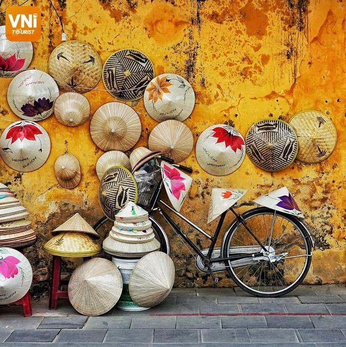 EXPLORE NGUYEN HOANG NIGHT MARKET - THE BUSIEST NIGHT MARKET IN HOI AN ANCIENT TOWN-4