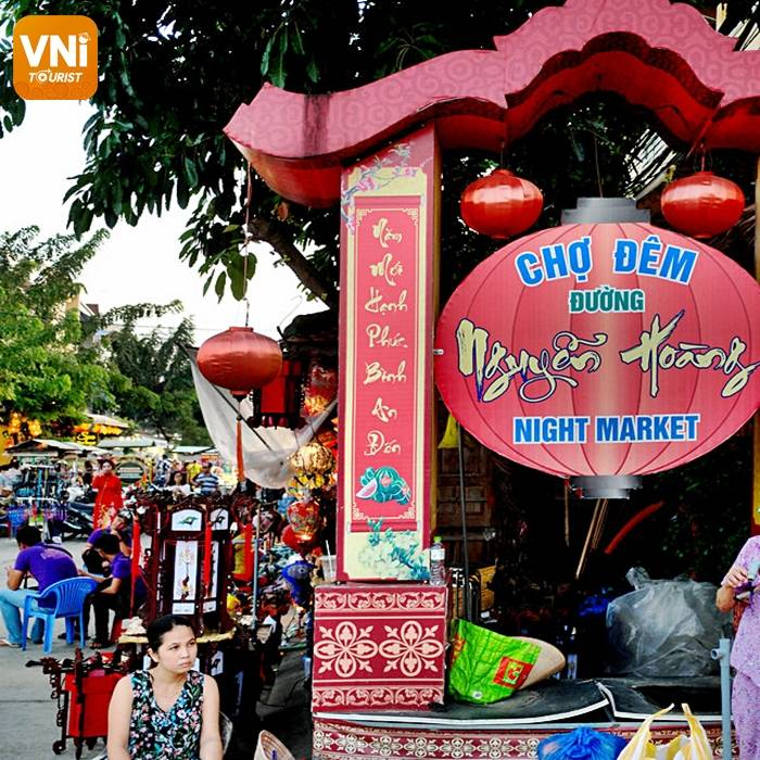 EXPLORE NGUYEN HOANG NIGHT MARKET - THE BUSIEST NIGHT MARKET IN HOI AN ANCIENT TOWN-1