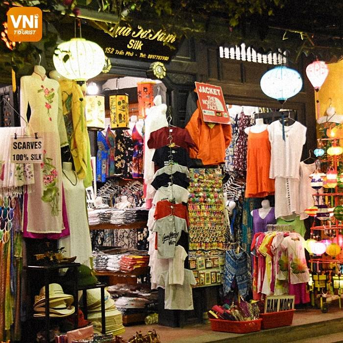 EXPLORE NGUYEN HOANG NIGHT MARKET - THE BUSIEST NIGHT MARKET IN HOI AN ANCIENT TOWN-3