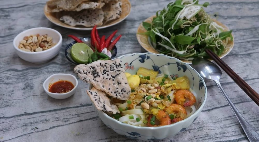 THE UNKNOWN ATTRACTIVE QUANG NOODLE SHOP IN MUI NE