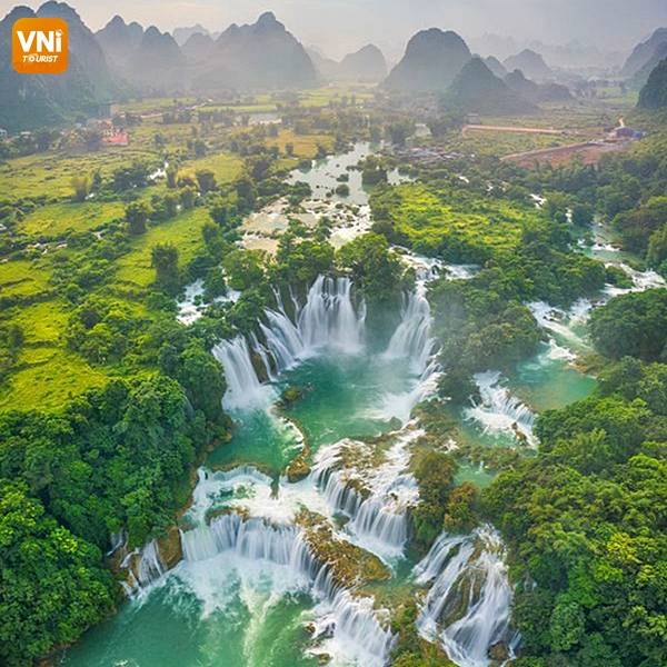 THE LANDSCAPE OF VIETNAM FROM ABOVE