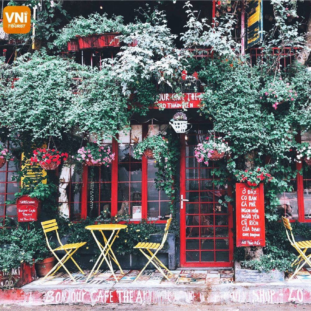 """BONJOUR CAFE THE ART – THE CAFÉ OF """"MILLIONS OF FLOWERS,"""" OR LITTLE FRANCE IN  SAIGON."""