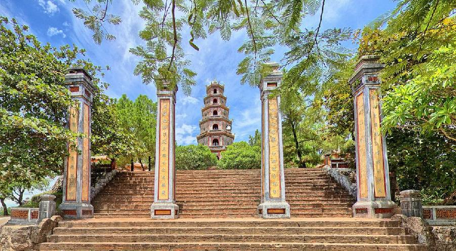 THIEN MU PAGODA – THE SACRED PLACE WITH LOTS OF SECRETS