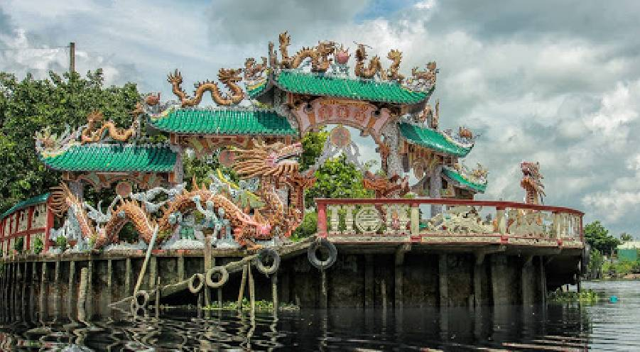 The 300-year floating temple among Saigon River