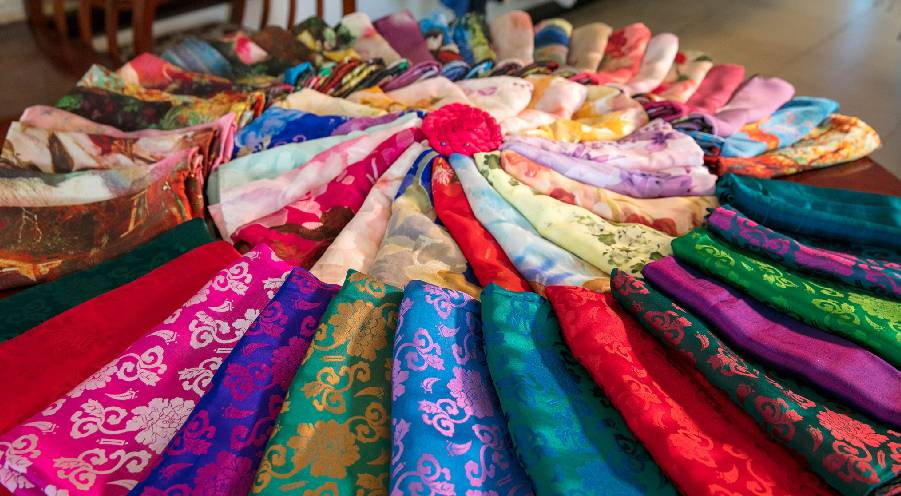 Hoi An Silk – A precious must-have souvenir gift