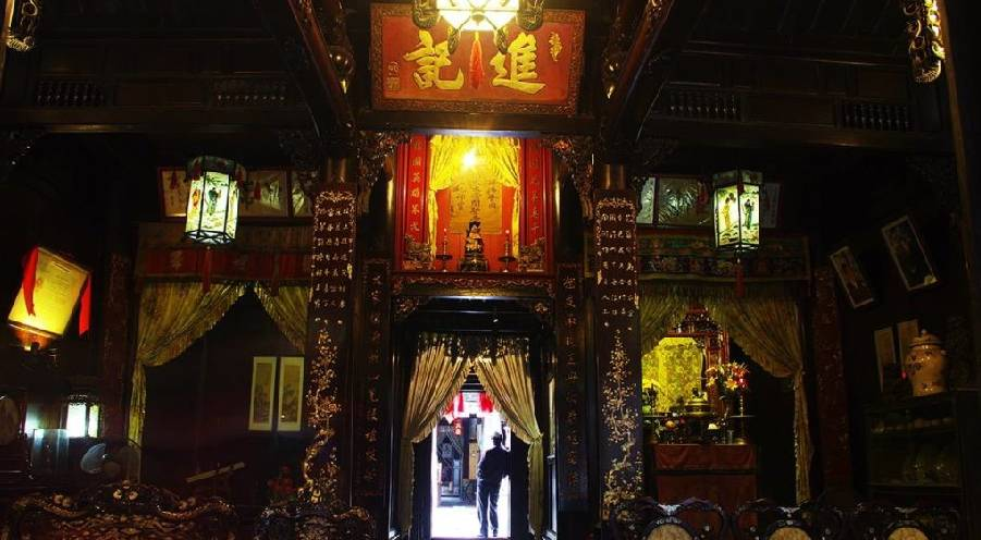Phung Hung Old House of over 240 years old in Hoi An